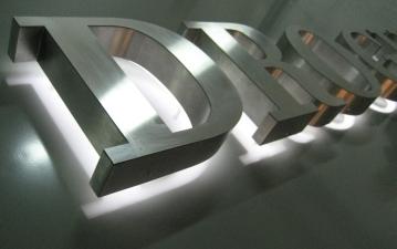 Металлические световые буквы